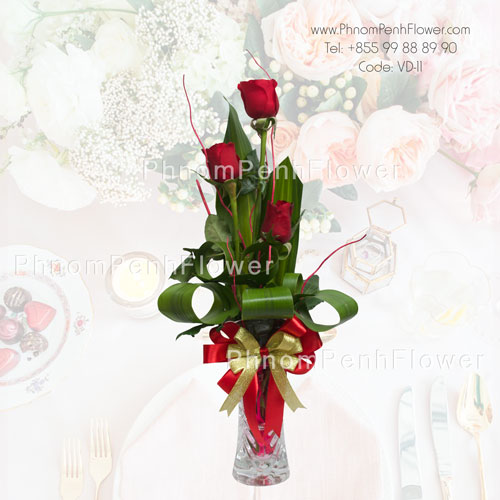 3 red roses in glass vase – VD-11