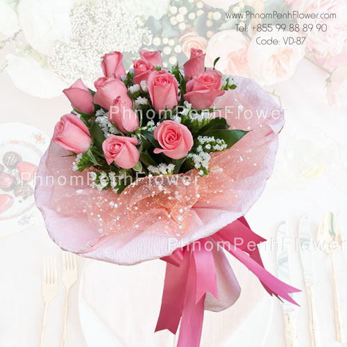 Bouquet of one dozen pink roses